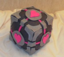 Companion cube plushie by Zelvyne