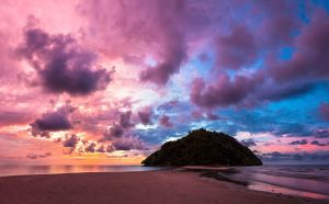Kelambu beach sunset by juhku
