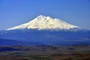Mount Shasta by greglief