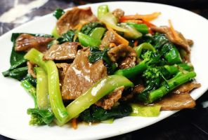 Kailan Vegetables with Beef by nosugarjustanger