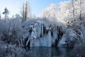 Plitvice: blue waterfall by Ilharess