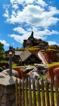 Splash Mountain by LadyInquinnsitor