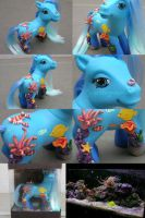 Aqua the Aquarium Pony by customlpvalley