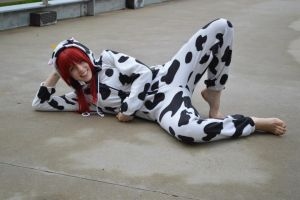 Cow Kigu- lounging by shelle-chii