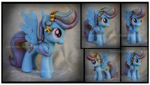 Trade: Crystal Rainbow Dash Custom by Nazegoreng
