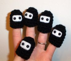Ninja Finger Puppets by happysquidmuffin