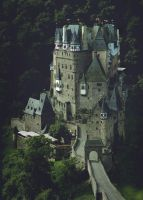Eltz Castle by yakonusuke