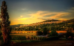 Sunset in Assisi by valiunic