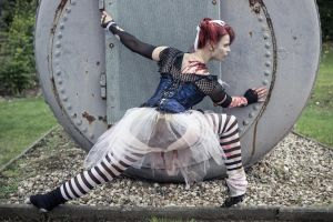 Ballet meets Zombies: The lunging zombie by SeelederSchar