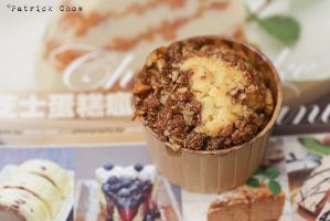 Raisin cupcakes with Milo oat crumbles by patchow