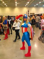 NF Comicon : Fem Captain America by TheWarRises