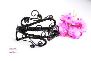 Black wire wrapped goth cuff by IanirasArtifacts