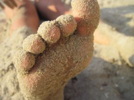 Sandy toes by Santian69