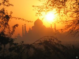 Sunrise on Taj Mahal II by xarlottphotos