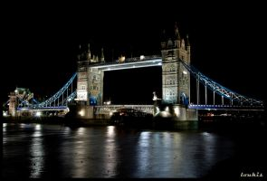 tower bridge by bulletingun