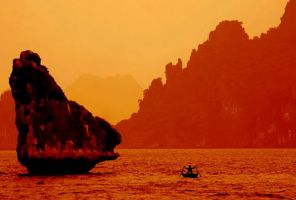 Halong Rocks by Suppi-lu-liuma