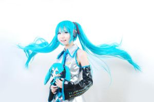 Big Miku, Little Miku by Nixie-nix