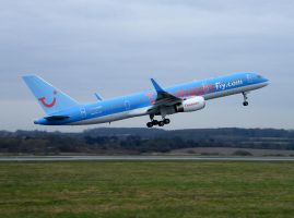 Thomson Airways G-BYAY by captainflynn