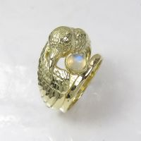 Gold Raven Ring by GeshaR