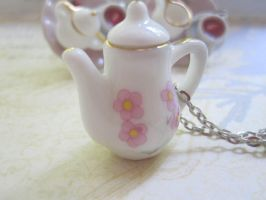 Pink tea pot by CandyChick