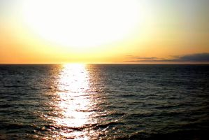 Sunset over the Pacific by Momofbjl