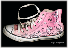 Painting my converse by RobyRo