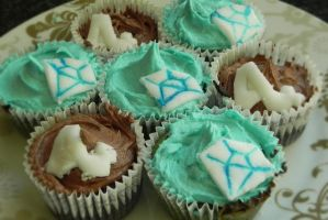 MBLAQ and SHINee cupcakes by Hoejfeld
