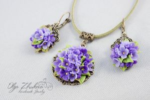 Pendant and earrings with lilac flowers by polyflowers