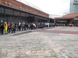 Manchester- the Queue at 11o'clock by xXxLaura-ChanxXx