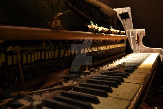 My Old School Piano by appleterry