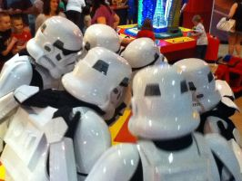 Storm Trooper huddle by curvy-kitty