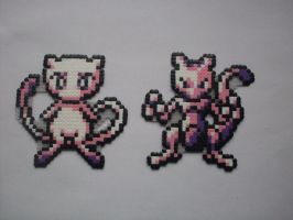 Hama bead: Mew and Mewtwo by Ceril91
