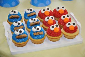 Cookie Monster   Elmo cupcakes by megalbagel