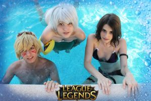 Pool party Ezreal Riven Caitlyn by YumeLujury
