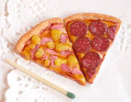 1/4 scale hawaiian pizza slice by BadgersBakery