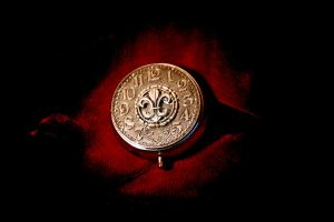 Regal Pill Compact by turnerstokens
