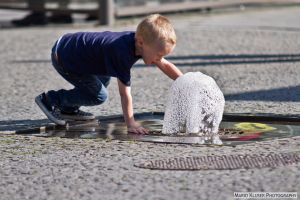 Playing With Water - Street Photography by mariokluser