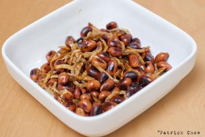 Fried anchovies with peanuts by patchow