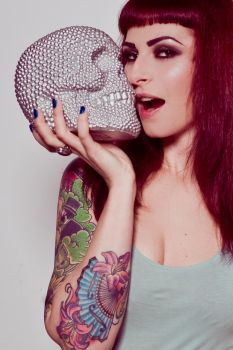 Kiss the skull by CarrieGrr