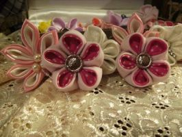 another kanzashi by curlytopsan