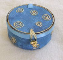 Recycled can-turquoise by Vivienne-Mercier