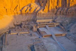 Hatshepsut's Temple by fatgordon0