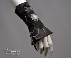 Extravagant Victorian Cuff Bracelet with lady came by vilindery
