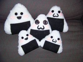 Onigiri Plushies by the-only-halo