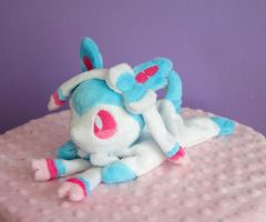 Shiny Beanie Sylveon by FollyLolly
