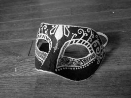 Monochrome Mask by raena-nayrue