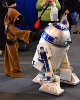 Jawa and R2-D2 at Birmingham Comic-Con 2013 by masimage