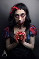 Zombie Snow White by Prettyscary
