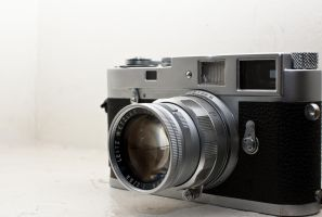 Leica M2 by astronak