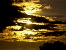 Sun through the Clouds by hcisme123